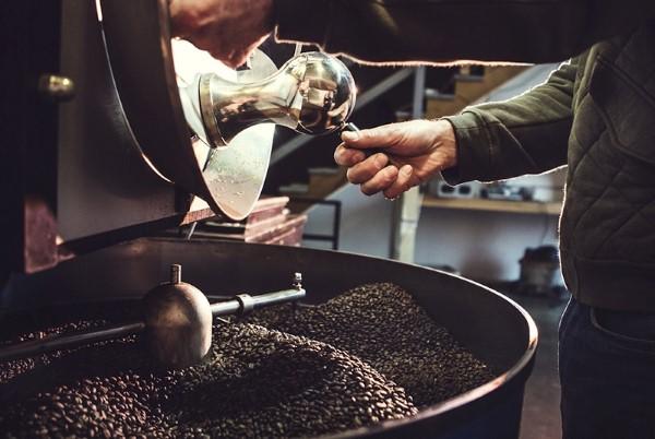 Hạt cà phê sau khi rang bằng máy rang cà phê xay ngay được không?